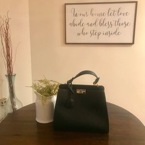 Bags - NWT Black Tote Purse Crossbody Convertible